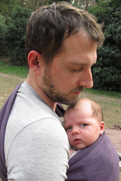 Pour la vie de tous les jours, le porte-bébé adéquat pour moi est le sling.  C est un moyen rapide et facile de portage, qui permet une complicité  incroyable ... 91cca54e7b3