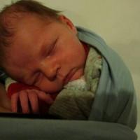 nouveau-né écharpe de portage bleu